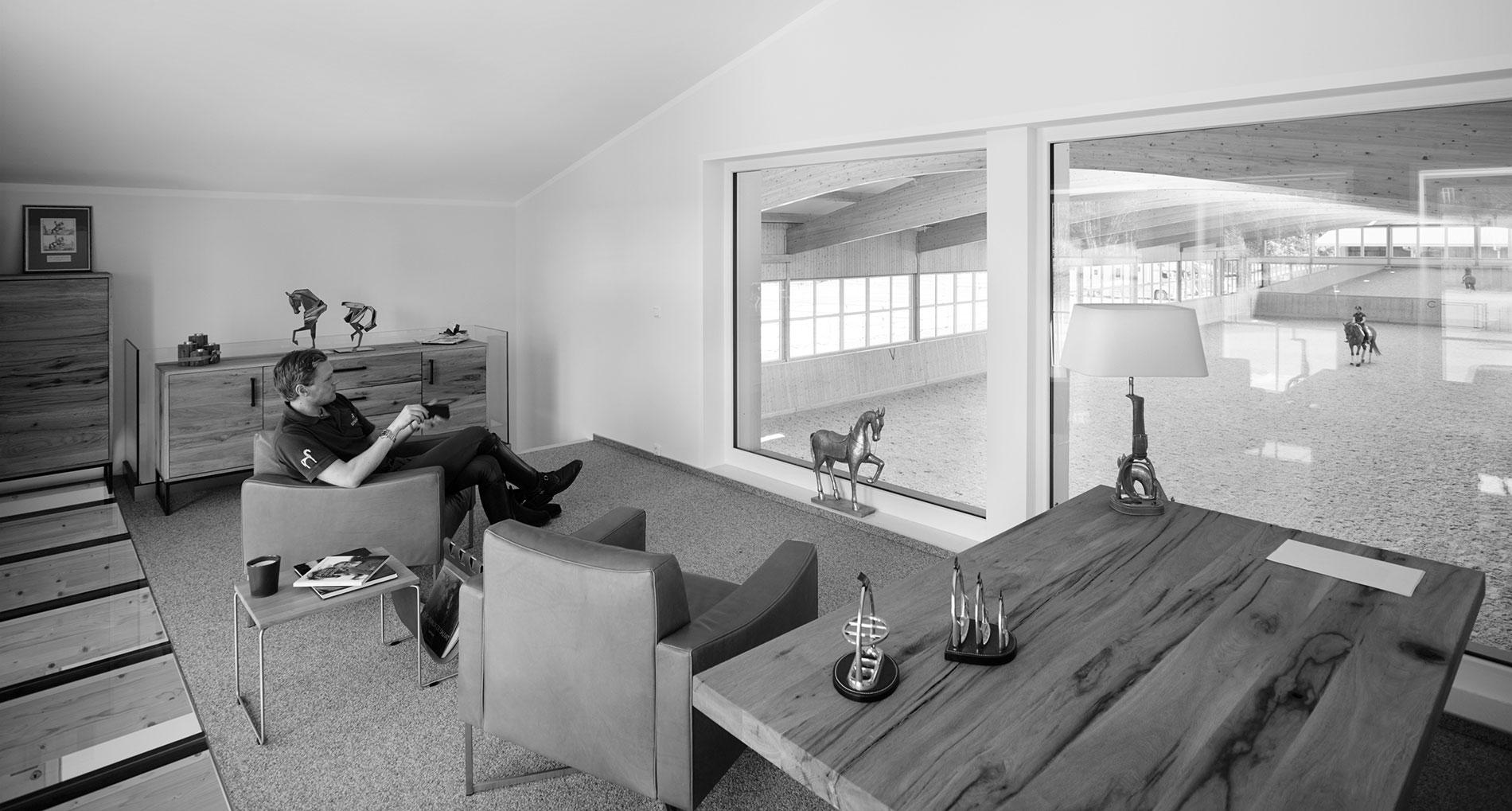 Ruoste-Dressage-Henri-Reithalle-Lounge